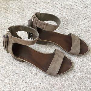 Rock & Candy tassel zip beige sandal